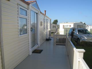 Lovely spacious luxury 6 bth caravan with decking