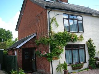 Rhubarb Cottage, Dog Friendly in The New Forest, Lyndhurst