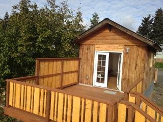 *$95 winter special* Homer's Downtown Tiny House