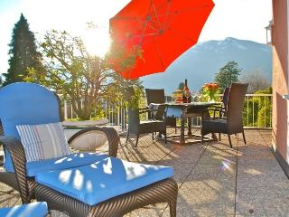 Stunning Ascona Penthouse steps to Golf & Beach