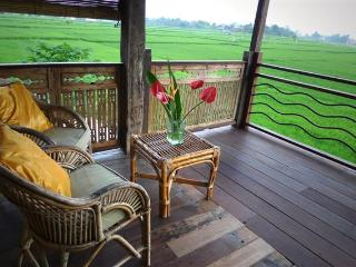 Gorgeous Wooden Bungalow Overlooking Ricefields