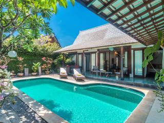 Tropical 2 Bedrooms Villa Close to the Beach, Seminyak