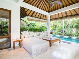 Lush Tropical Garden 3 bedroom Villa in Oberoi, Seminyak