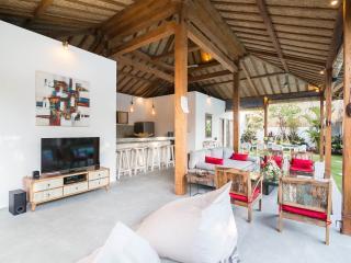 Gorgeous Spacious Villa 500m Kudeta Beach Seminyak
