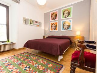 Red Carpet Luxury B&B - Marilyn Room