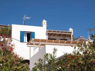 Beachfront cozy apartment, Serifos, Livadi