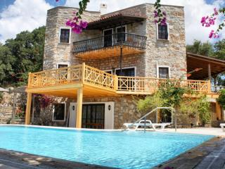 451-Bodrum Bitez 6 Bedroomed Tripleks Villa