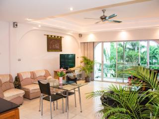 100m From Beach Luxury 2BDR Condo Poolview, Pattaya