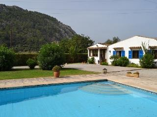 Villa Can Blanch, all on one level, 2kms Pollensa