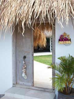 Anique Bali door entrance .