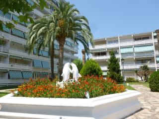Great budget apartment near Beach & Port Aventura, Cambrils
