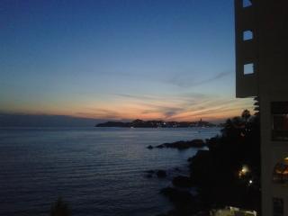 Nice condo 'Las Torres Gemelas', Acapulco