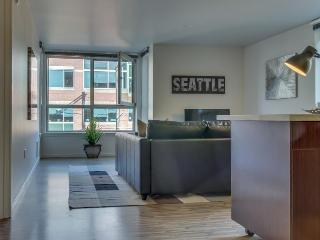 South Lake Union condo w/ rooftop deck & fitness center!, Seattle
