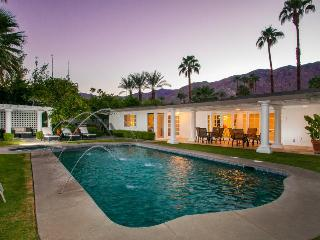 Open golf course property w/ private pool and hot tub - relaxing and spacious!, Palm Springs