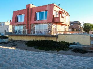 Oceanfront home w/easy beach access close to everything!, Ventura