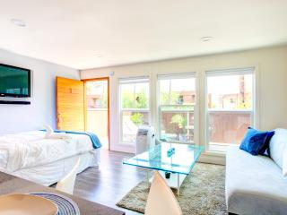 Next to Hollywood Sign ! Stunning Renovated 2 Bed, West Hollywood
