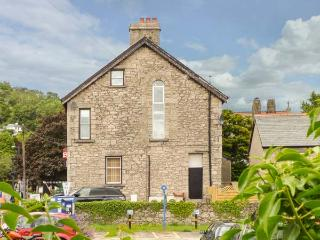 CHURCH VIEW, apartment, woodburner, enclosed patio, WiFi, in Grange-over-Sands,