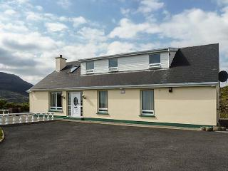 TEELIN VIEW, detached cottage with en-suites, open fire, bay views, Carrick Ref 924796