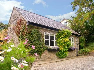 TAN Y BRYN, detached, mezzanine bedroom, off road parking, patio, in Gwaenysgor,