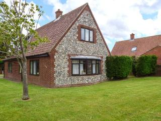 HORNBEAM COTTAGE, detached cottage, garden, open fire, country views, Southrepps