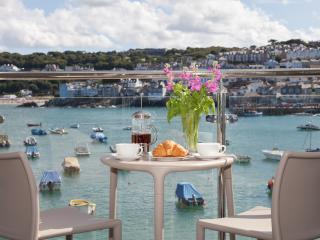 The Poop Deck, 3 Harbour House located in St Ives, Cornwall, St. Ives