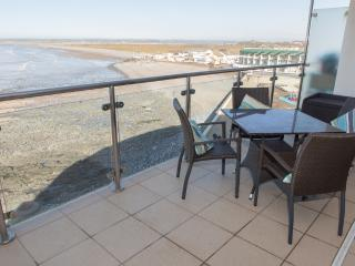 Sea Haven Apartment, Horizon View located in Westward Ho!, Devon