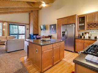 Cozy mountain home with shared pool, hot tub, & free bus to slopes!