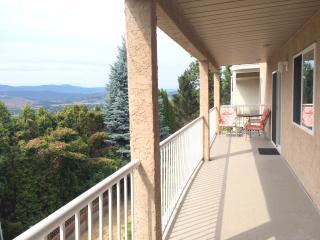 4 bedroom 4 king Okanagan Lake Kelowna City Views