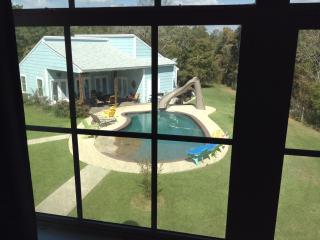 POOL VIEW ROOM, College Station