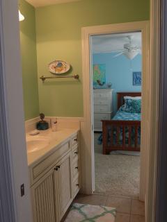 kids bathroom shared between rooms