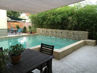 Open & Chic Downtown AustinPoolHouse