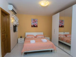 Periwinkle Holiday Apartment, St. Paul's Bay