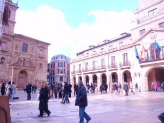 Junto Ayuntamiento,museos y Catedral.WIFFI GRAt
