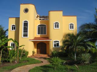 Specials * $1550 * LUXURY OCEAN Front w/Pool, Puerto Morelos