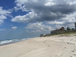 Direct oceanfront condo, 2 bedroom/2bath/1 car gar