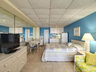 Oceanfront Studio w/ indoor pool and Private Beach!, Panama City Beach