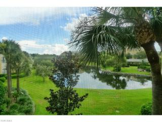 Amazing 2/ bedroom 2/bath golf and lake views!, Naples