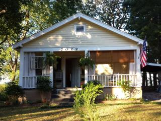 Maplewood Cottage - 5 Miles to Downtown, sleeps 5, Chattanooga