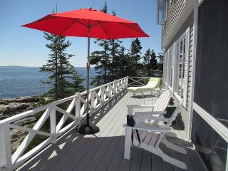 LEDGEMERE ON SOUTHPORT ISLAND | PET-FRIENDLY | BOLD OCEANFRONT | BEACH ACCESS |