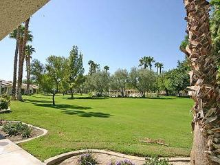 Palm Desert Resort CC-Cozy Unit & Play Golf-Tennis (P1807)