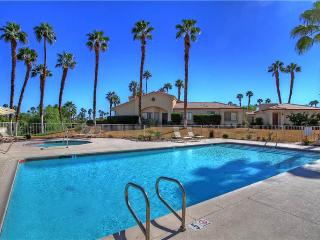Spacious End Unit Next to Pool & Spa-Palm Valley CC (VY072), Palm Desert