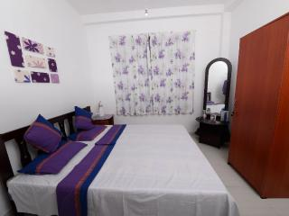 Dwara Tourism AC room + en-suite private bathroom, Kadawata