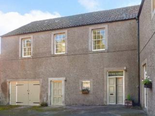 THE ESTATE OFFICE, peaceful location, woodburner, en-suite, walks from the