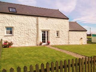 THE STABLE, semi-detached, parking, enclosed garden, paddock with swingball, in Cilan, Ref 928081