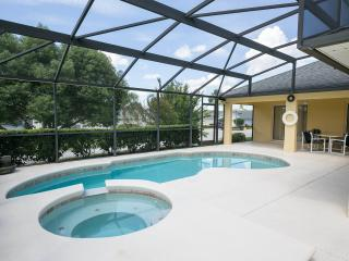 4 Bed Villa inc Pool Heat, Hot Tub & late checkout, Davenport