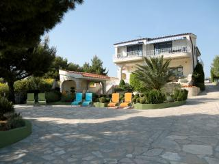 Royal Queen apartment - Villa Punta Royal seafront, Pirovac