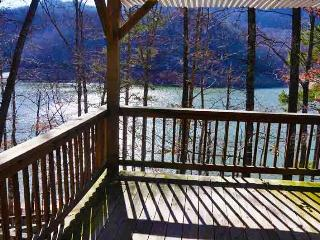 Mountain Dew Lake House - Luxurious 4 Bedroom Log Cabin on Fontana Lake, Bryson City