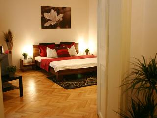 Cozy, affordable apt. 150m from charles bridge (2), Prague