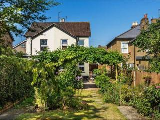 Pretty Victorian retreat for rent in south London, Carshalton