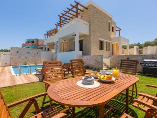 Rethymno family villa with secure grounds and pool